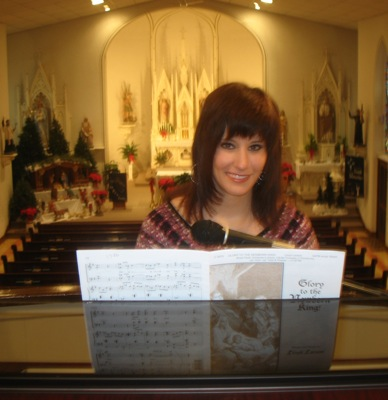 Teen organist makes church songs resonate | The Daily Standard Stories
