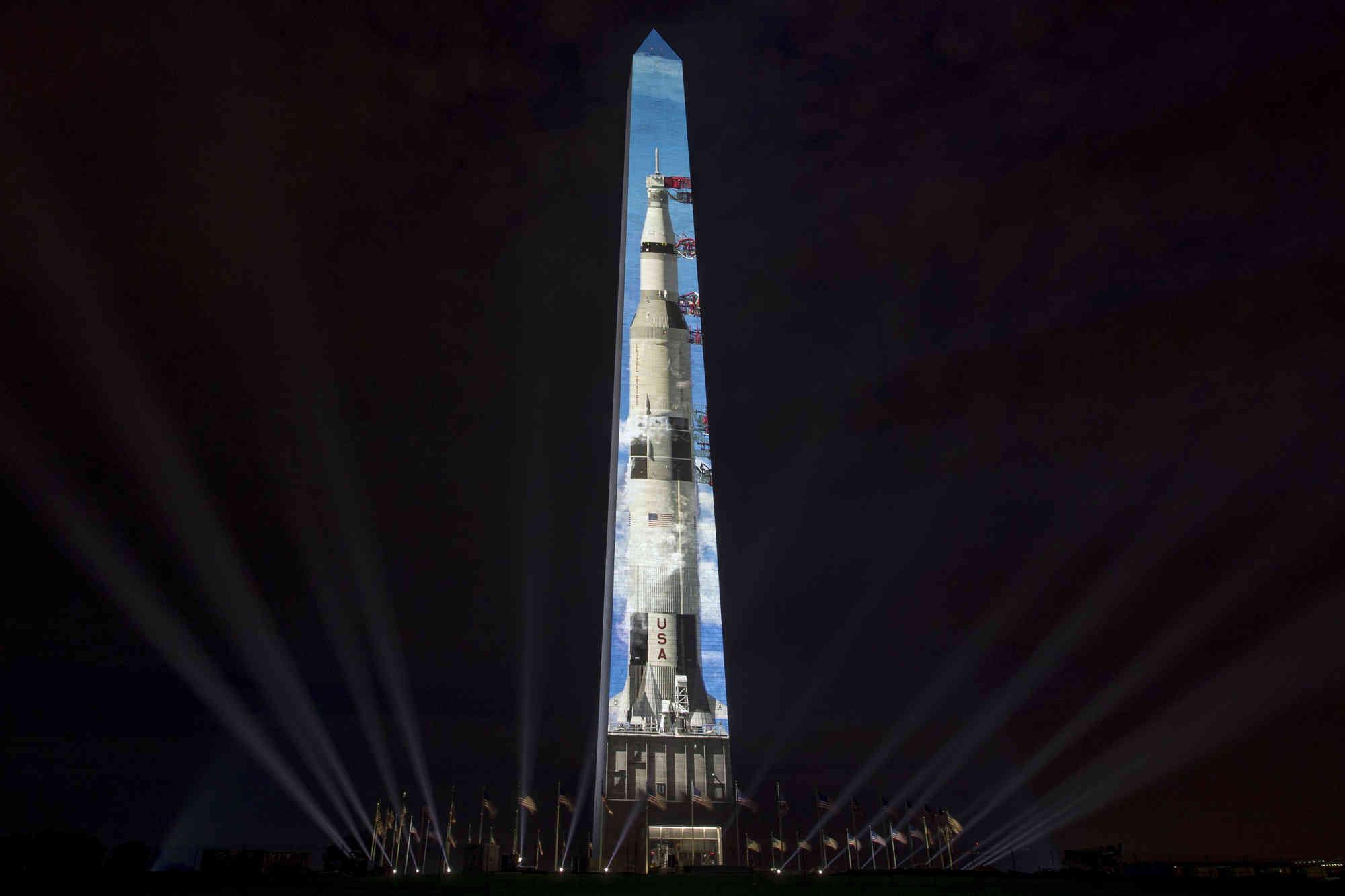 saturn rocket washington monument - HD2000×1333
